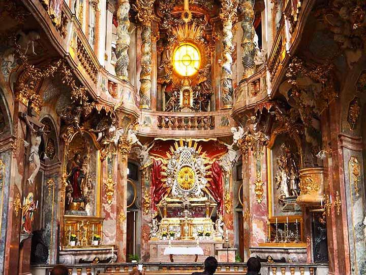 「ミュンヘンの名所「アザム教会」で異世界のようなバロック空間を堪能しよう!」 トップ画像