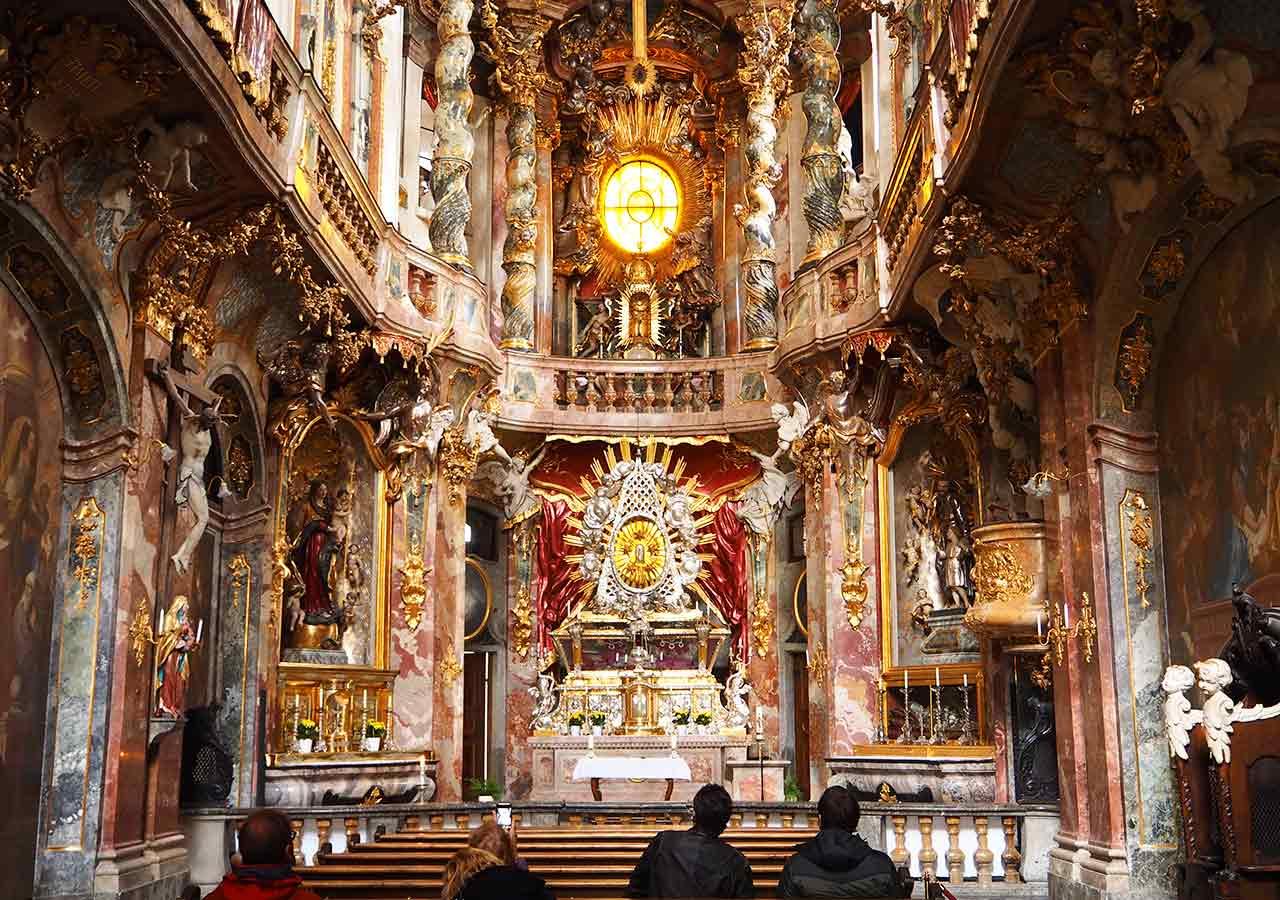 ミュンヘン観光 アザム教会(Asamkirche)の中