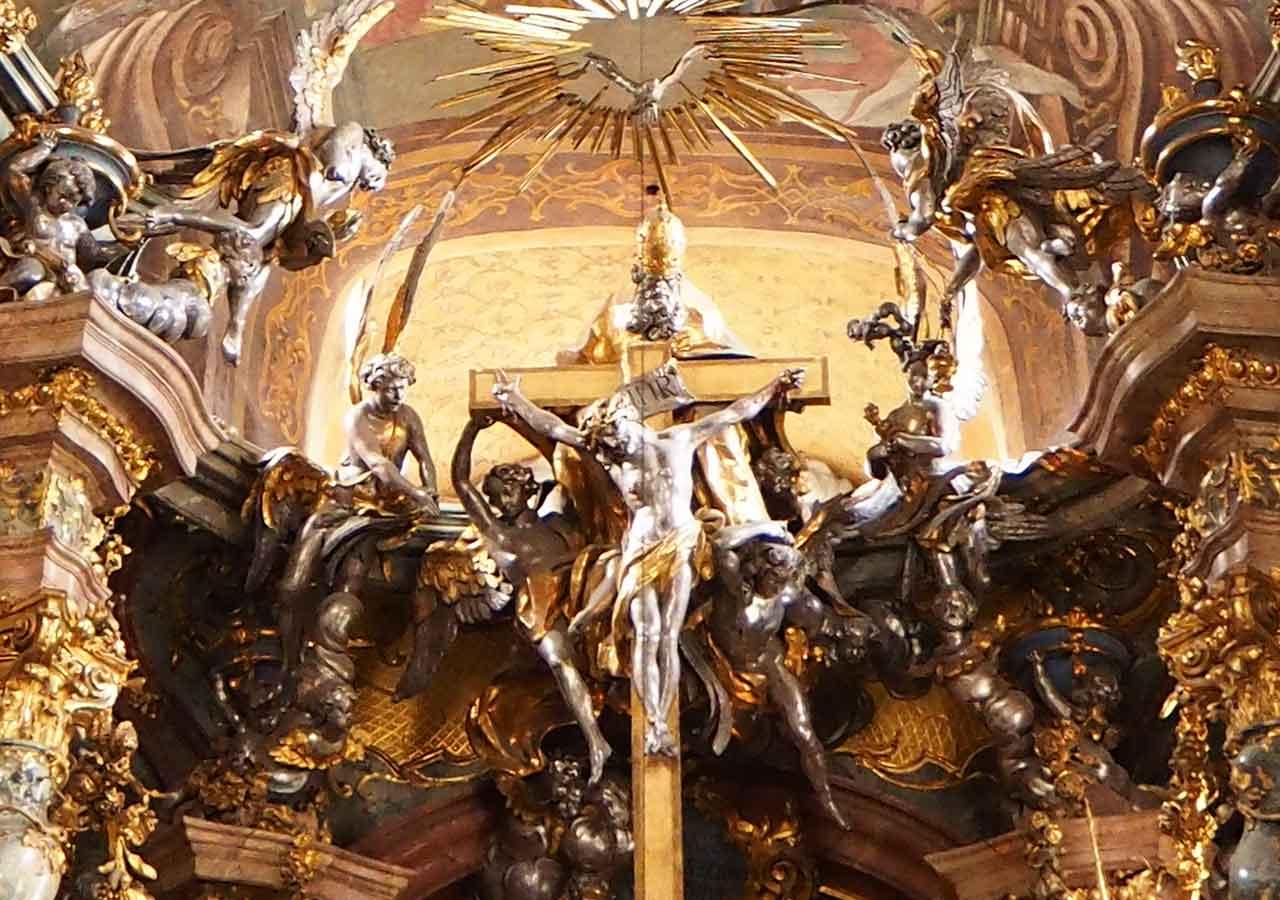 ミュンヘン観光 アザム教会(Asamkirche) 三位一体象