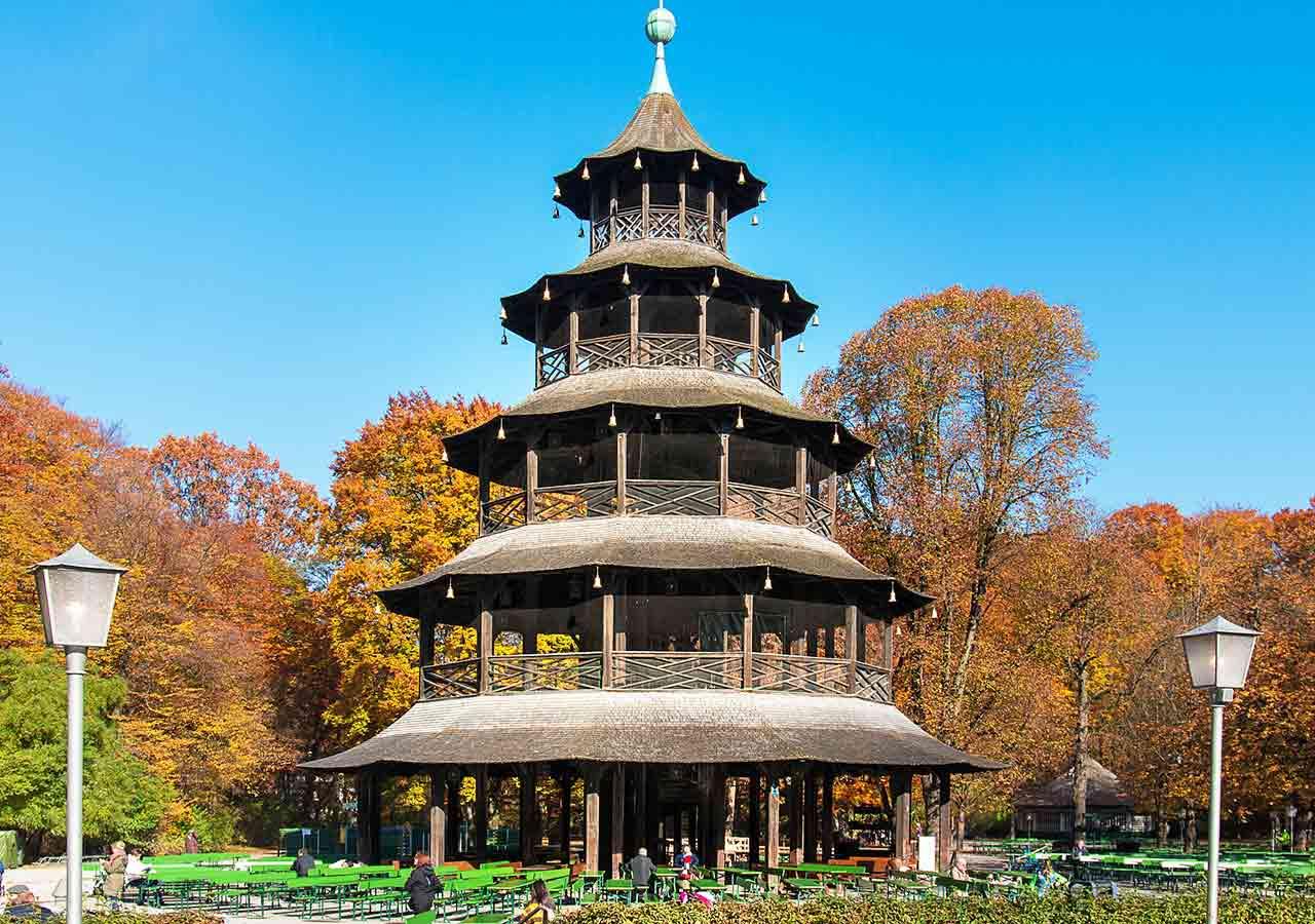 ミュンヘン観光 エングリッシャーガルテン(Englischer Garten) 中国の塔(Chinesischer Turm) ビアガーデン