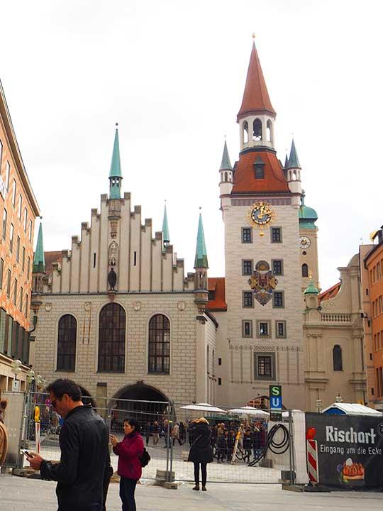 ミュンヘン観光 マリエン広場(Marienplatz) 旧市庁舎(Altes Rathaus)