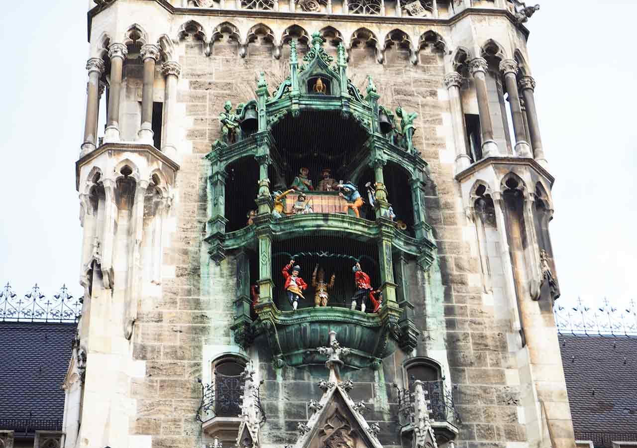 ミュンヘン観光 マリエン広場(Marienplatz) 新市庁舎(Neues Rathaus)の仕掛け時計(Glockenspiel)