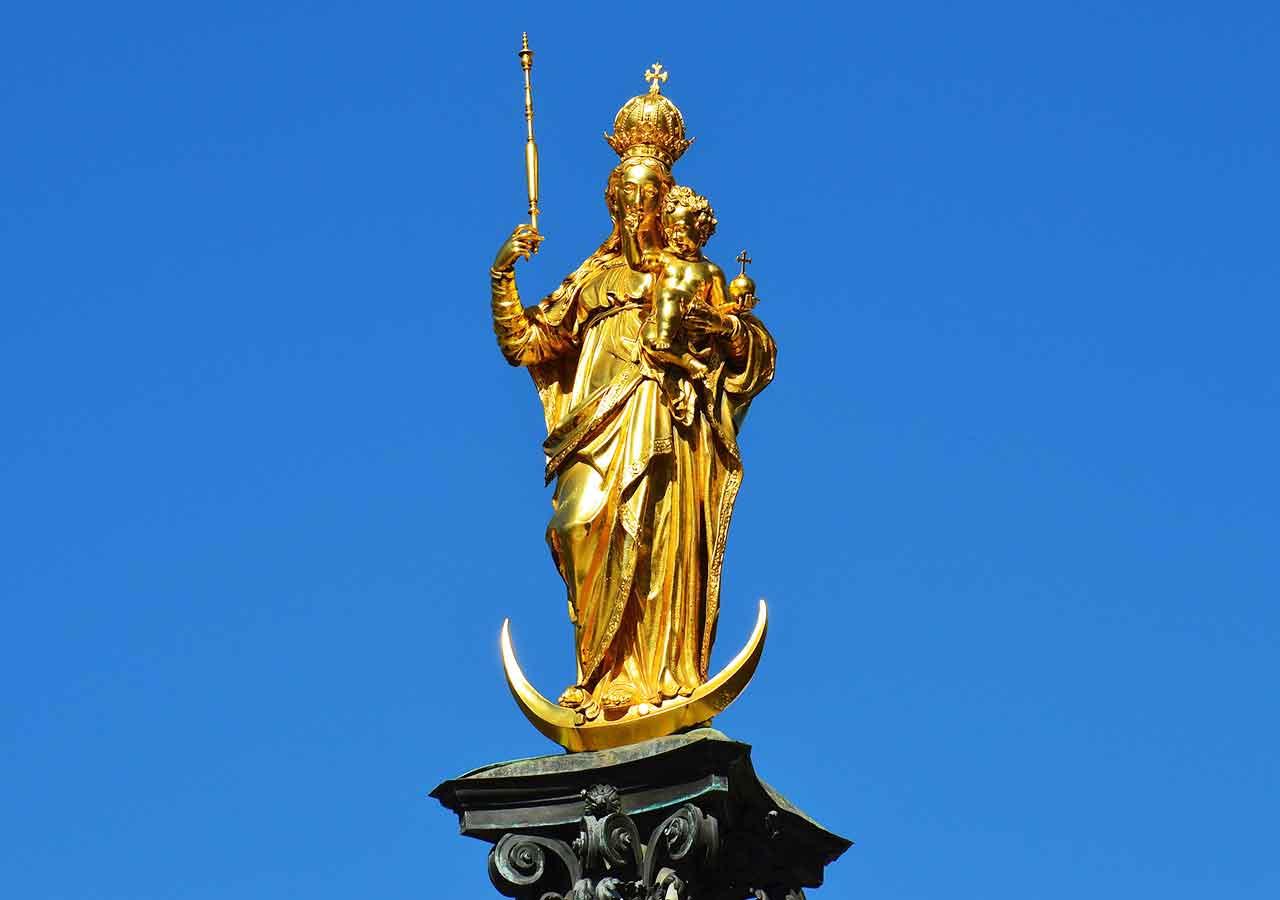 ミュンヘン観光 マリエン広場(Marienplatz)のマリア像(Mariensäule)