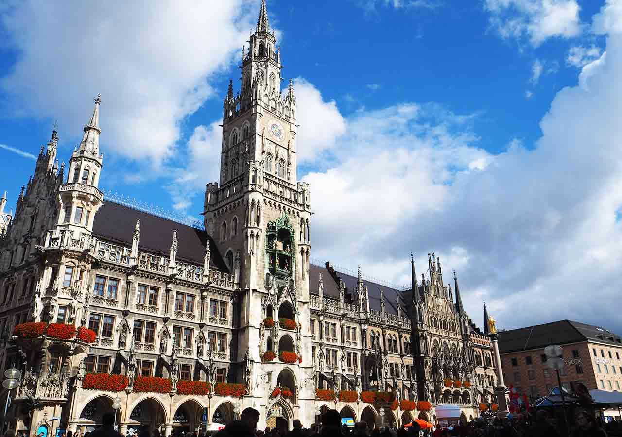ミュンヘン観光 マリエン広場(Marienplatz) 新市庁舎(Neues Rathaus)
