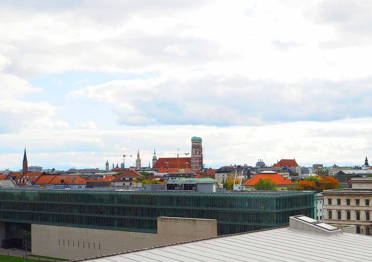ミュンヘン観光 おすすめカフェ ミュンヘン工科大学の展望カフェVorhoelzer Forum 景色