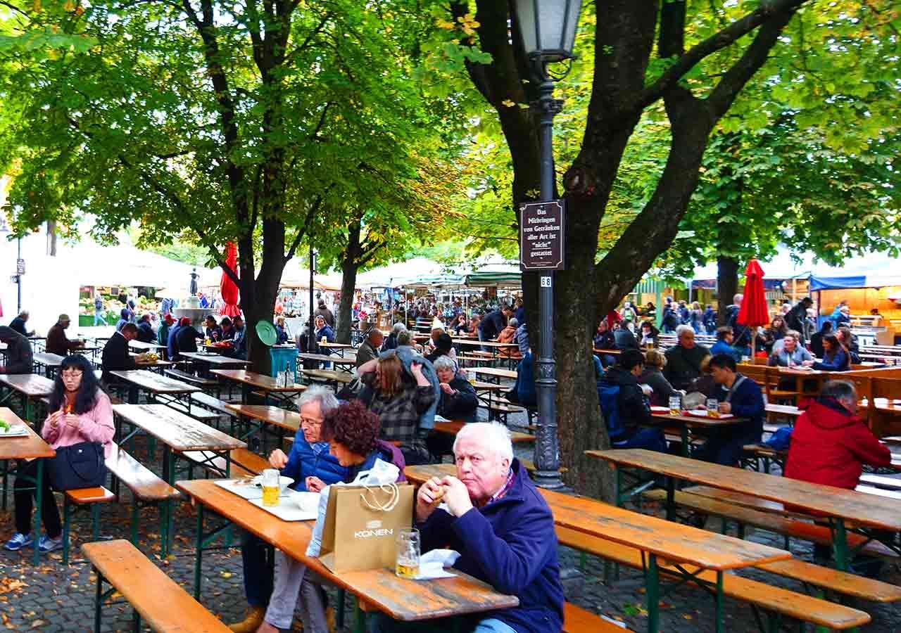 ミュンヘン観光 ヴィクトアリエンマルクト(Viktualienmarkt) ビアガーデン