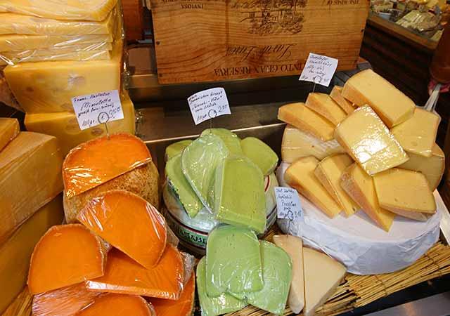 ミュンヘン観光 ヴィクトアリエンマルクト(Viktualienmarkt) チーズ