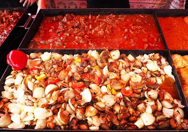 ミュンヘン観光 ヴィクトアリエンマルクト(Viktualienmarkt) ハンガリー料理