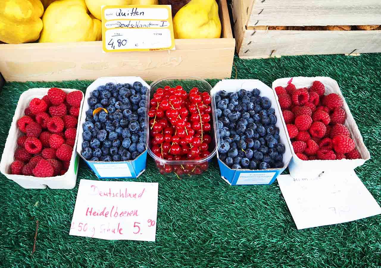 ミュンヘン観光 ヴィクトアリエンマルクト(Viktualienmarkt) 果物屋さんのベリー