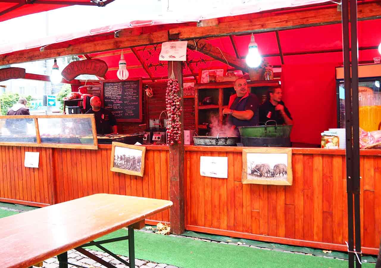 ミュンヘン観光 ヴィクトアリエンマルクト(Viktualienmarkt) ハンガリー料理の屋台