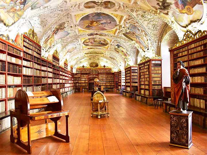 「プラハの名所・ストラホフ修道院で世界一美しい図書館と絶品ビールを楽しもう!」 トップ画像