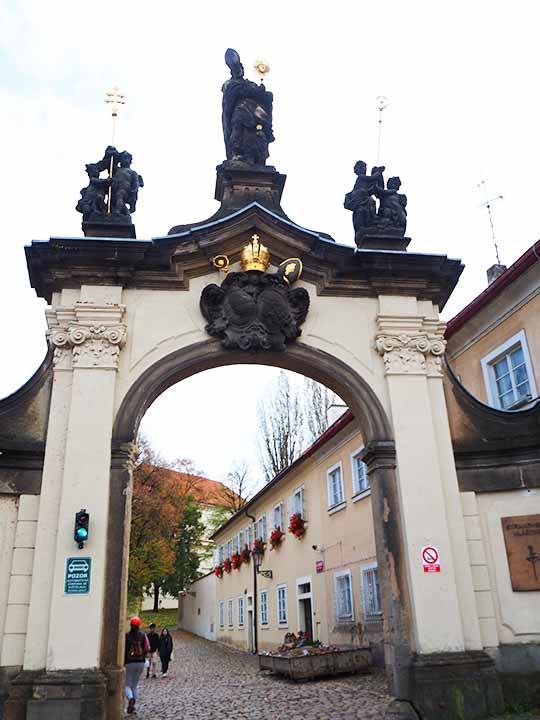 プラハ観光 ストラホフ修道院(Strahovsky Klaster) 入り口のゲート