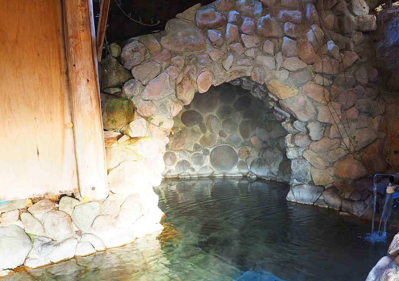 熊本県小国町 わいた温泉郷 旅館 山翠 洞窟風呂