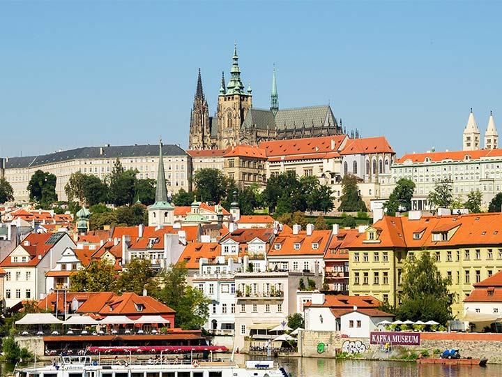 「チェコ・プラハ城の入場料、行き方、見所まとめ!世界遺産のお城を堪能!」 トップ画像