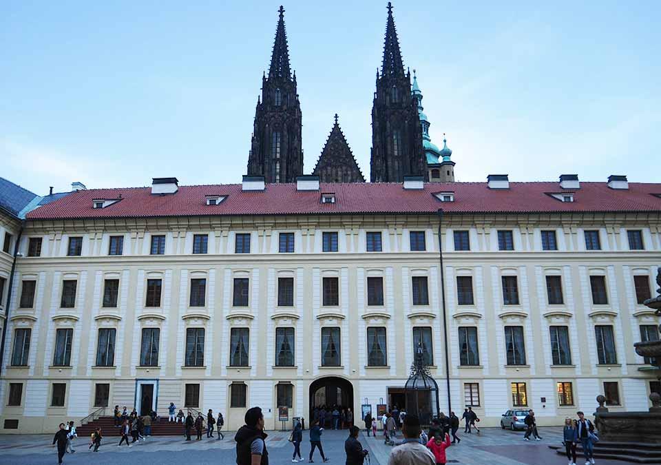 チェコ観光 プラハ城(Pražský hrad) 第二の中庭