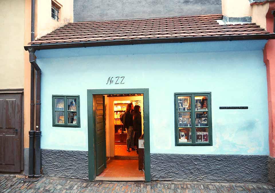チェコ観光 プラハ城(Pražský hrad) 第三の中庭(3. nádvoří) フランツ・カフカの仕事場
