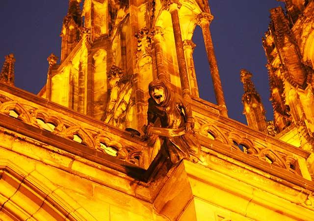 チェコ観光 プラハ城(Pražský hrad) 聖ヴィート大聖堂(Katedrála sv. Víta) ホラーな人形