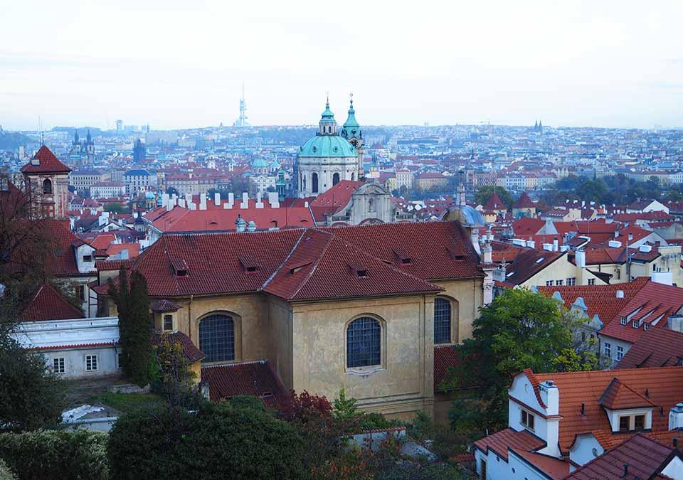 チェコ観光 プラハ城(Pražský hrad) 世界一美しいスタバからの眺め