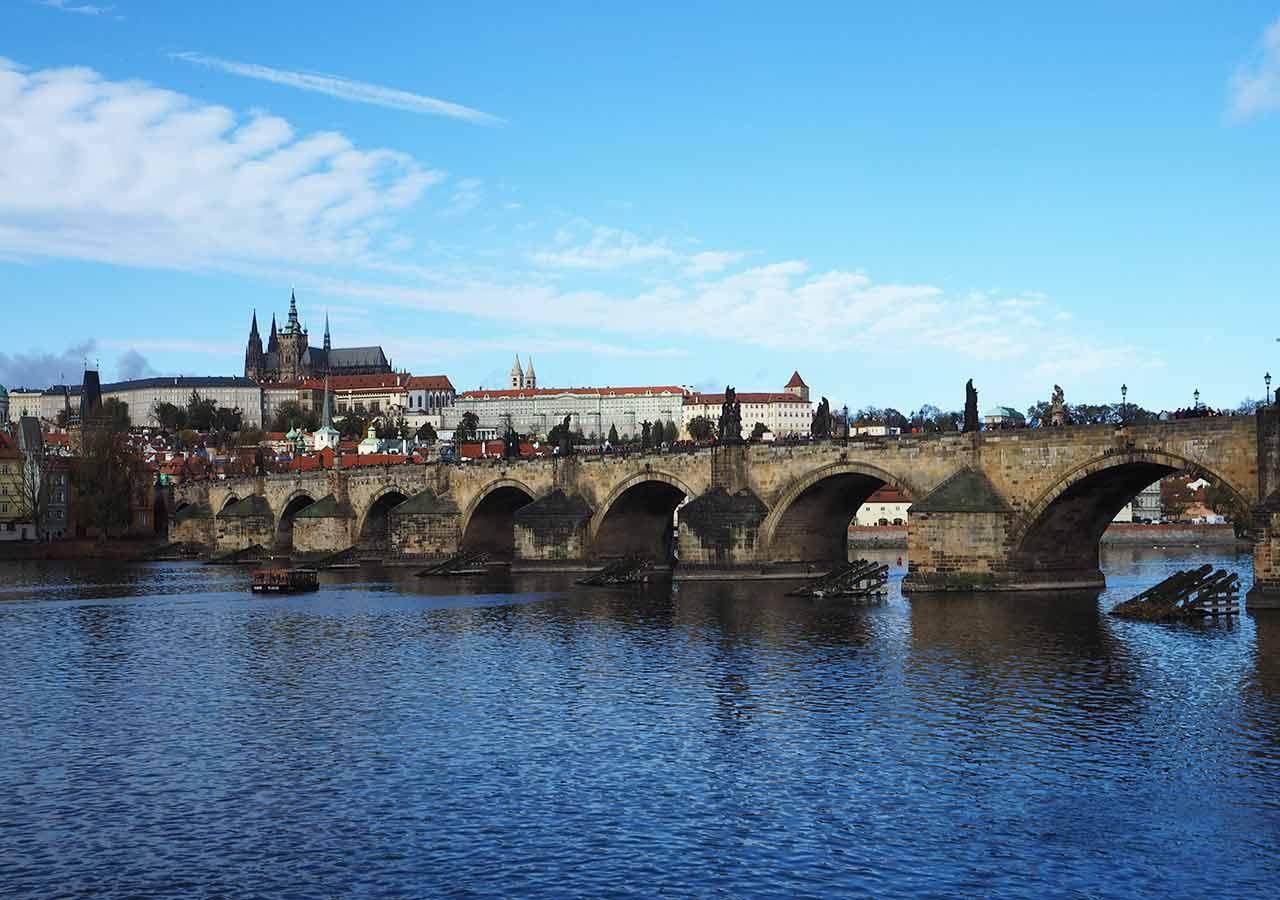 チェコ観光 カレル橋