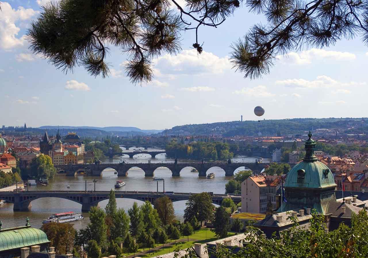 プラハ観光 カレル橋(Charles Bridge) レトナ公園からの写真
