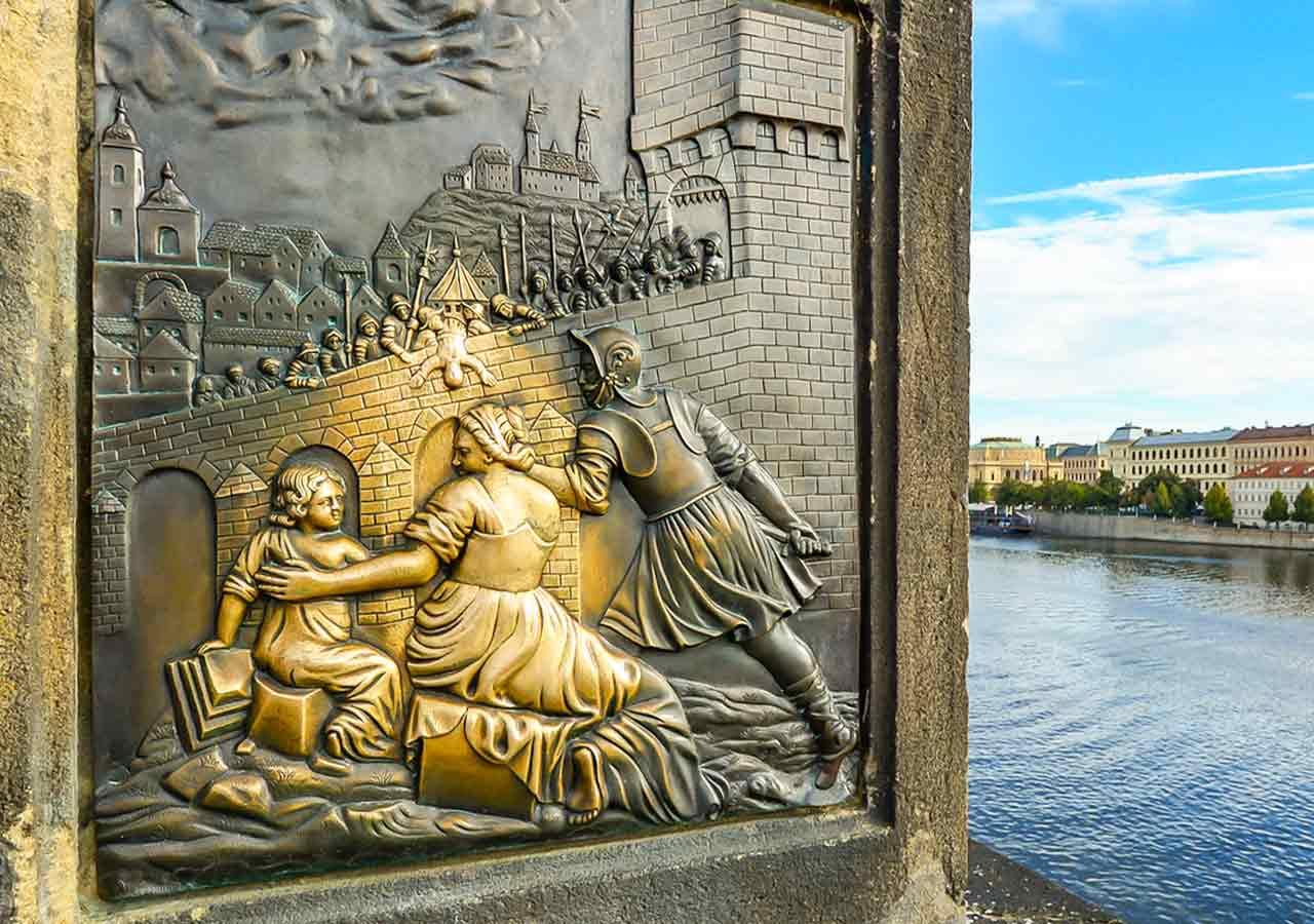 プラハ観光 カレル橋(Charles Bridge) 聖ヤン・ネポムツキー(Jan Nepomucký)像のレリーフ