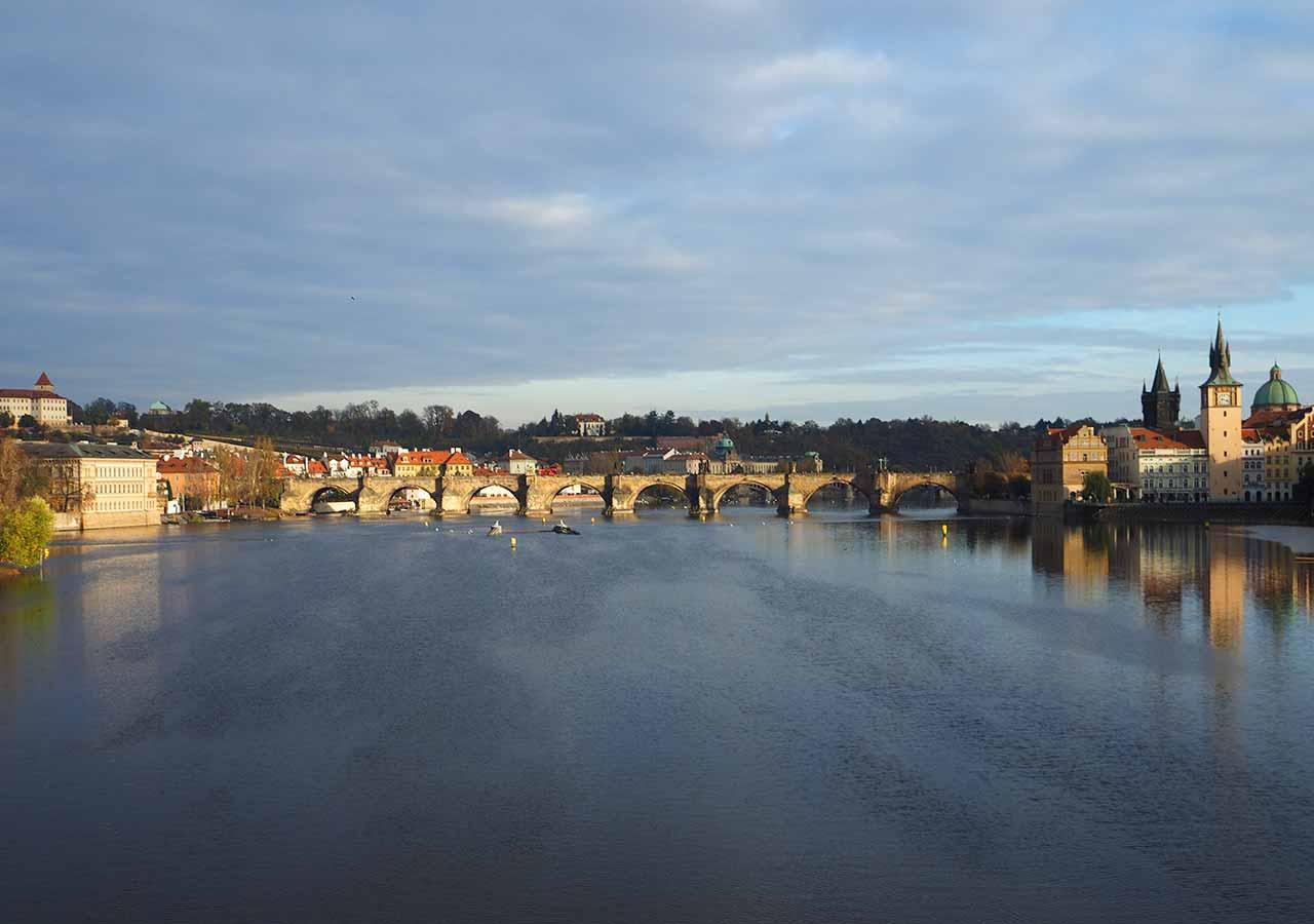 プラハ観光 カレル橋(Charles Bridge) ストジェレツキー島 (Střelecký ostrov)からの写真