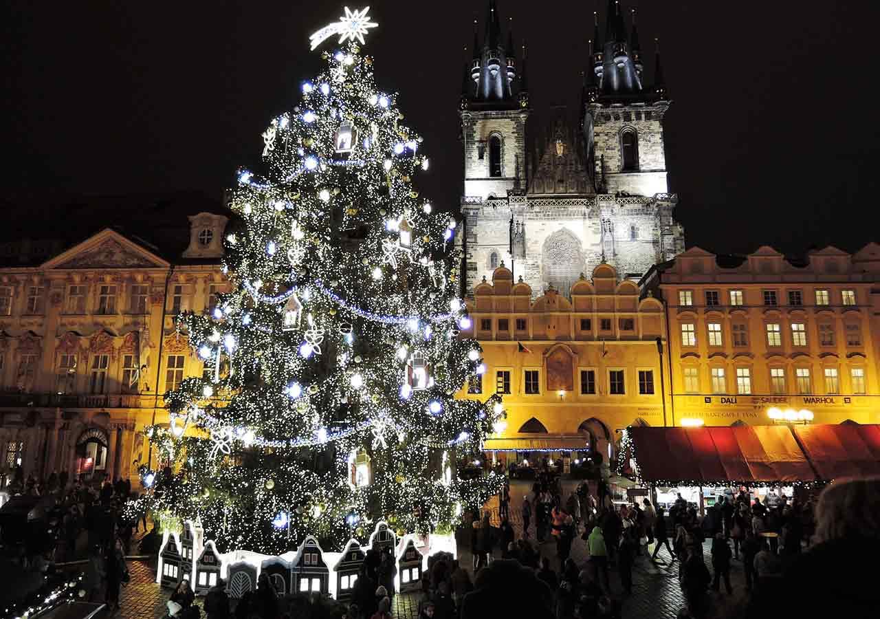 プラハ観光 クリスマスマーケット 旧市街広場(Staroměstské náměstí)