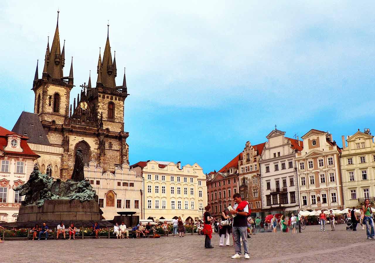 プラハ観光 プラハ旧市街広場