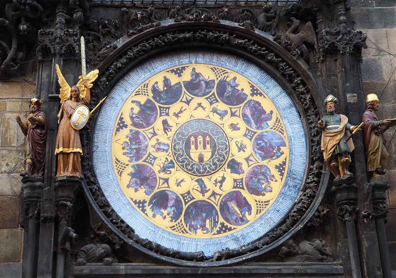 プラハ観光 天文時計(astronomical-clock)の暦盤
