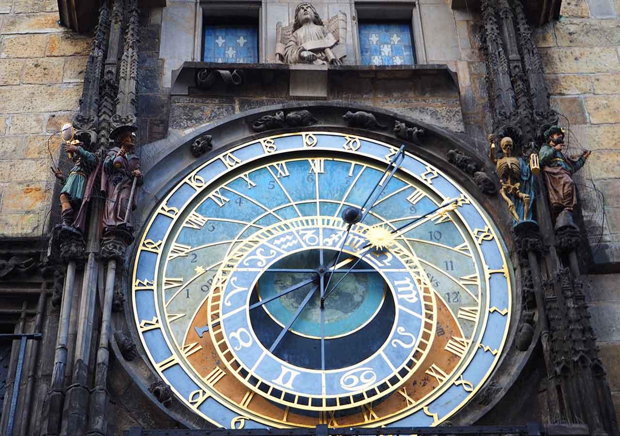 プラハ観光 天文時計(astronomical-clock)のからくり人形