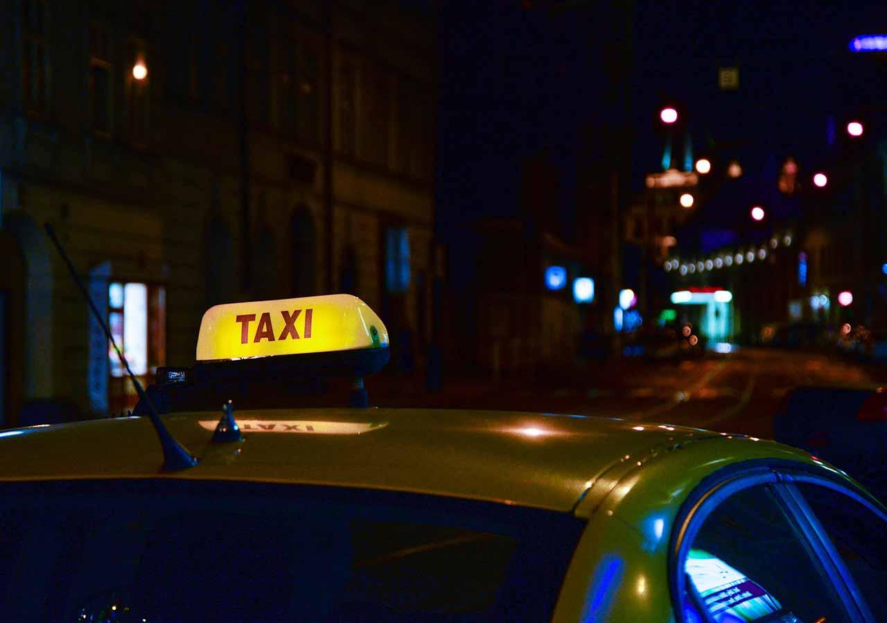 プラハ旅行 プラハ空港から市内のアクセス方法 タクシー