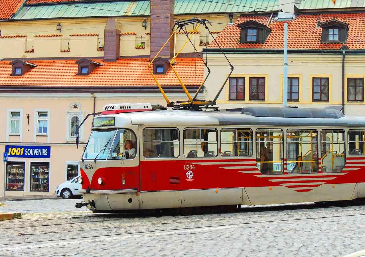 プラハ観光 公共交通機関 トラム