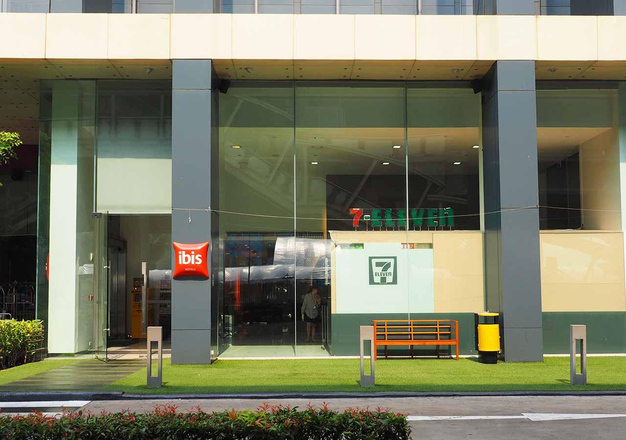 バンコク・サイアムの立地が便利なホテル イビス バンコク サイアム(ibis Bangkok Siam) 入り口