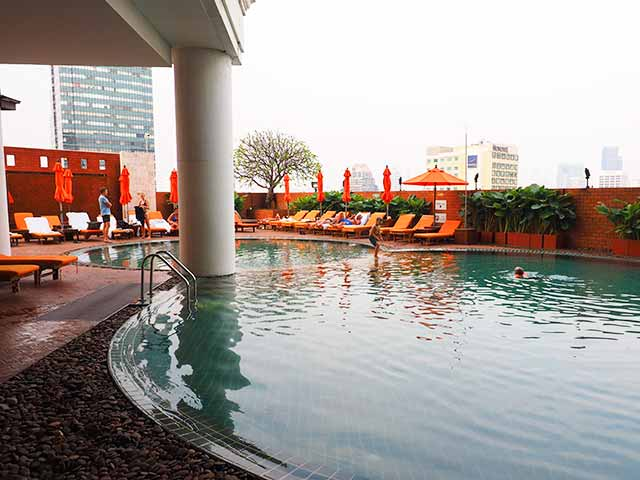 バンコクの5つ星高級ホテル ルブア アット ステート タワー(lebua at State Tower) プール