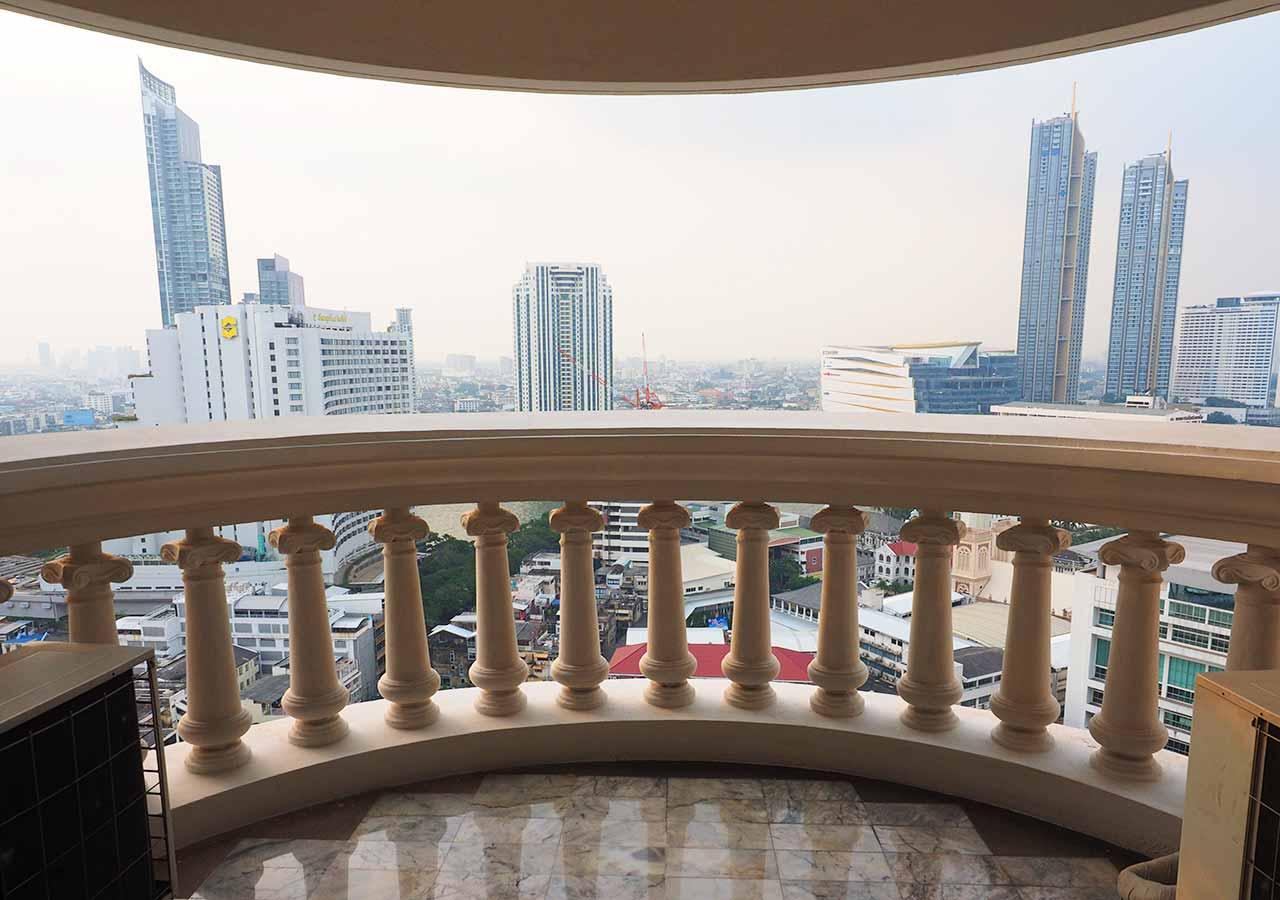 バンコクの5つ星高級ホテル ルブア アット ステート タワー(lebua at State Tower) 客室のバルコニー