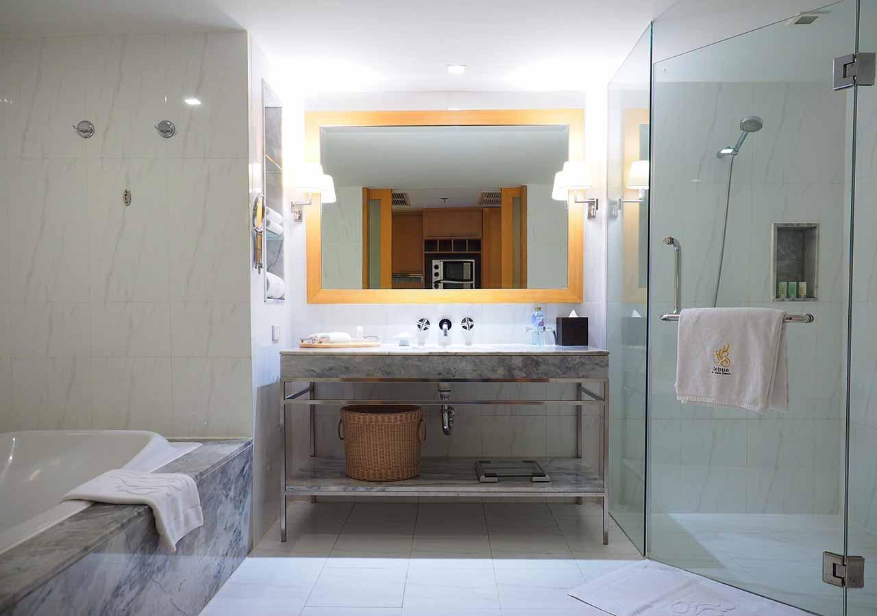 バンコクの5つ星高級ホテル ルブア アット ステート タワー(lebua at State Tower) 客室のトイレ・バスルーム