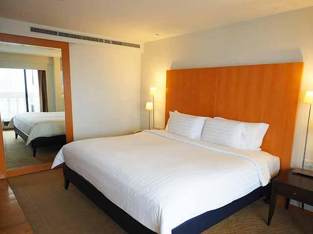 バンコクの5つ星高級ホテル ルブア アット ステート タワー(lebua at State Tower) 客室のベッド