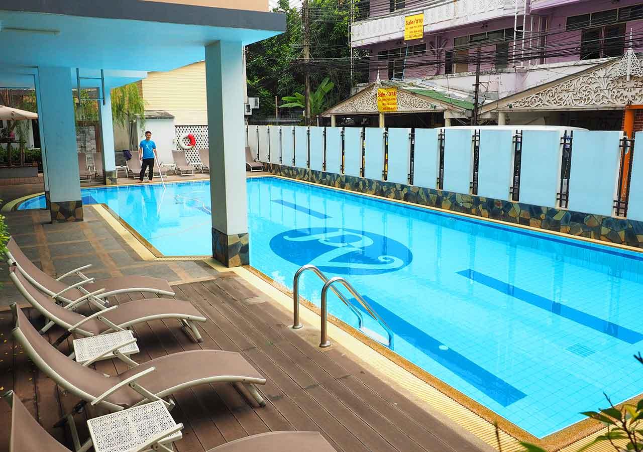 バンコクのおすすめホテル カオサン通り周辺 ニューサイアムパレスヴィル(New Siam Palace Ville) プール