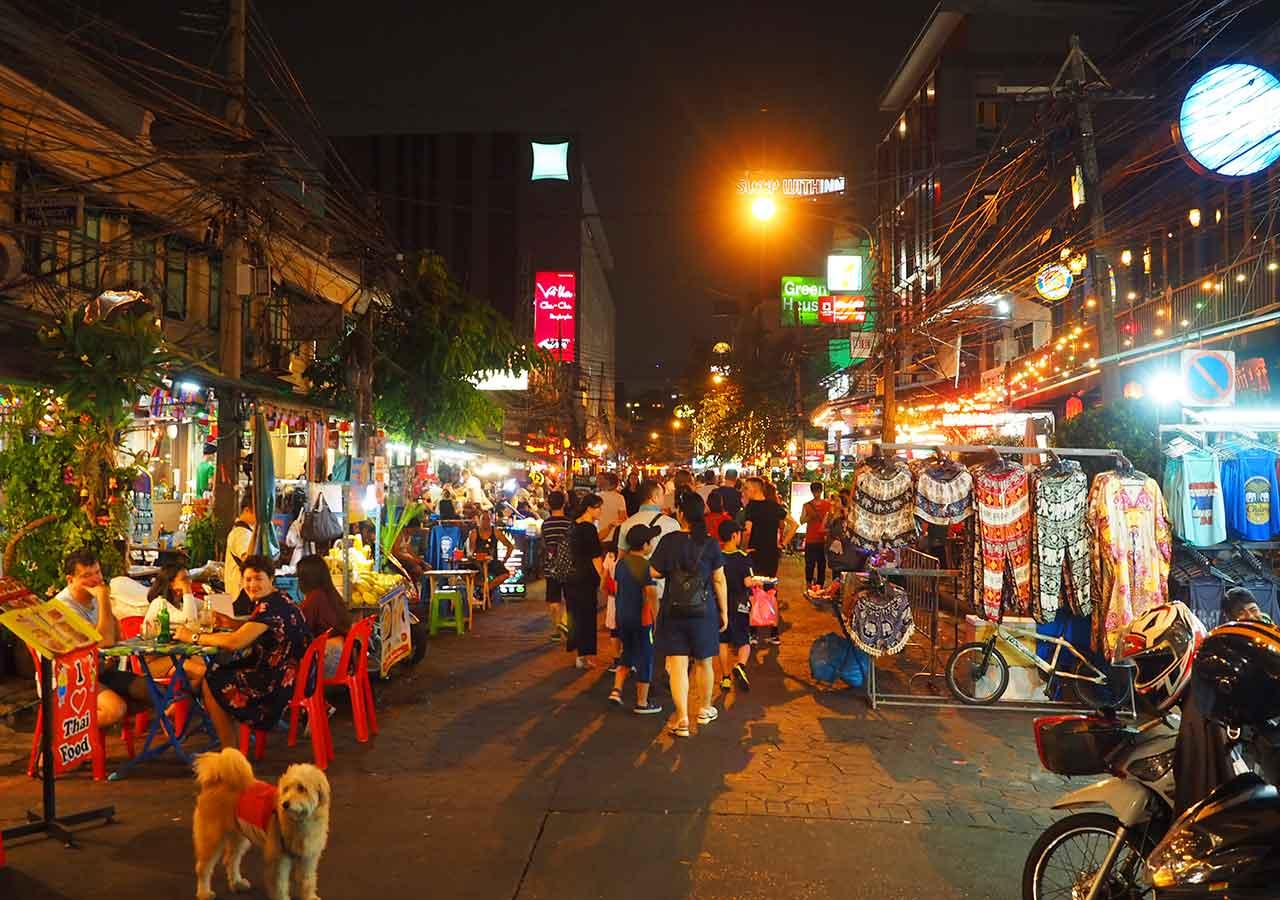 バンコクのおすすめホテル カオサン通り周辺 ニューサイアムパレスヴィル(New Siam Palace Ville) ランブトリ通り