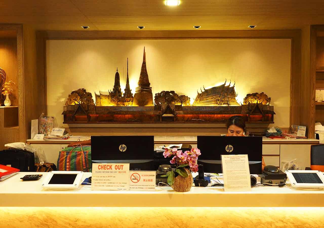 バンコクのおすすめホテル カオサン通り周辺 ニューサイアムパレスヴィル(New Siam Palace Ville) レセプション