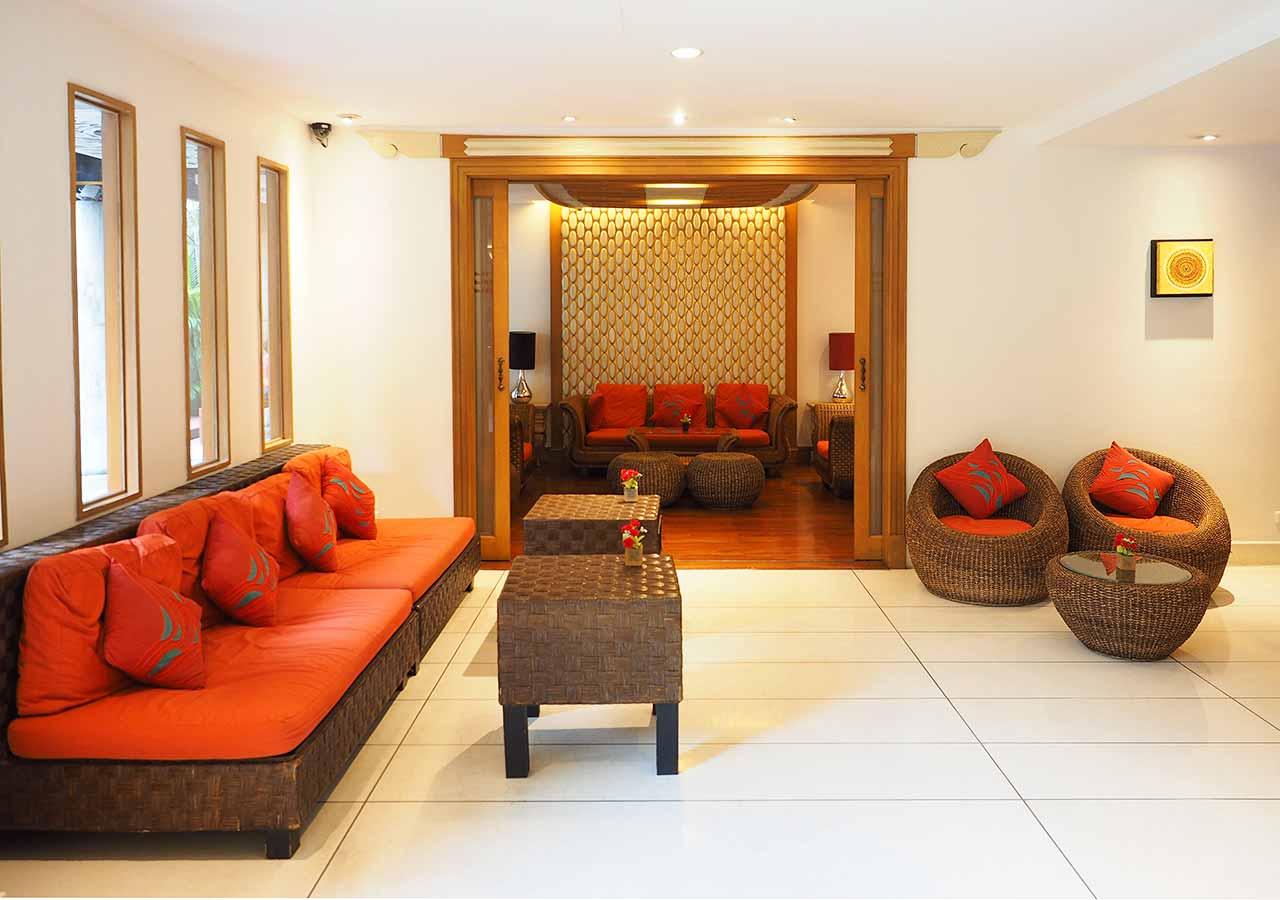 バンコクのリバーサイドホテル ナヴァライリバーリゾート(Navalai River Resort)のロビー
