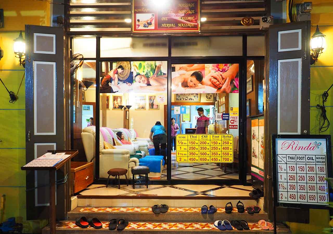 バンコクのリバーサイドホテル ナヴァライリバーリゾート(Navalai River Resort)近くのマッサージ店