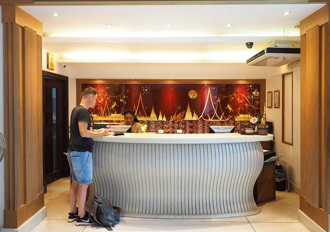 バンコクのリバーサイドホテル ナヴァライリバーリゾート(Navalai River Resort)のレセプション