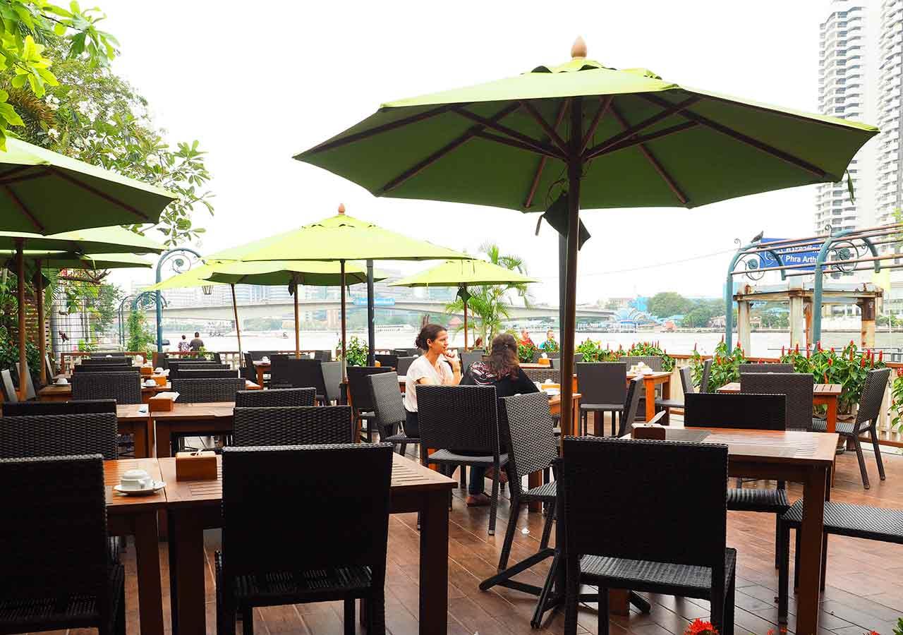 バンコクのリバーサイドホテル ナヴァライリバーリゾート(Navalai River Resort)のレストラン