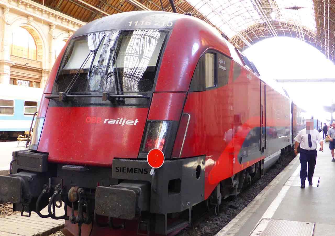 ドイツ鉄道DBのレイルジェット(Railjet)の画像