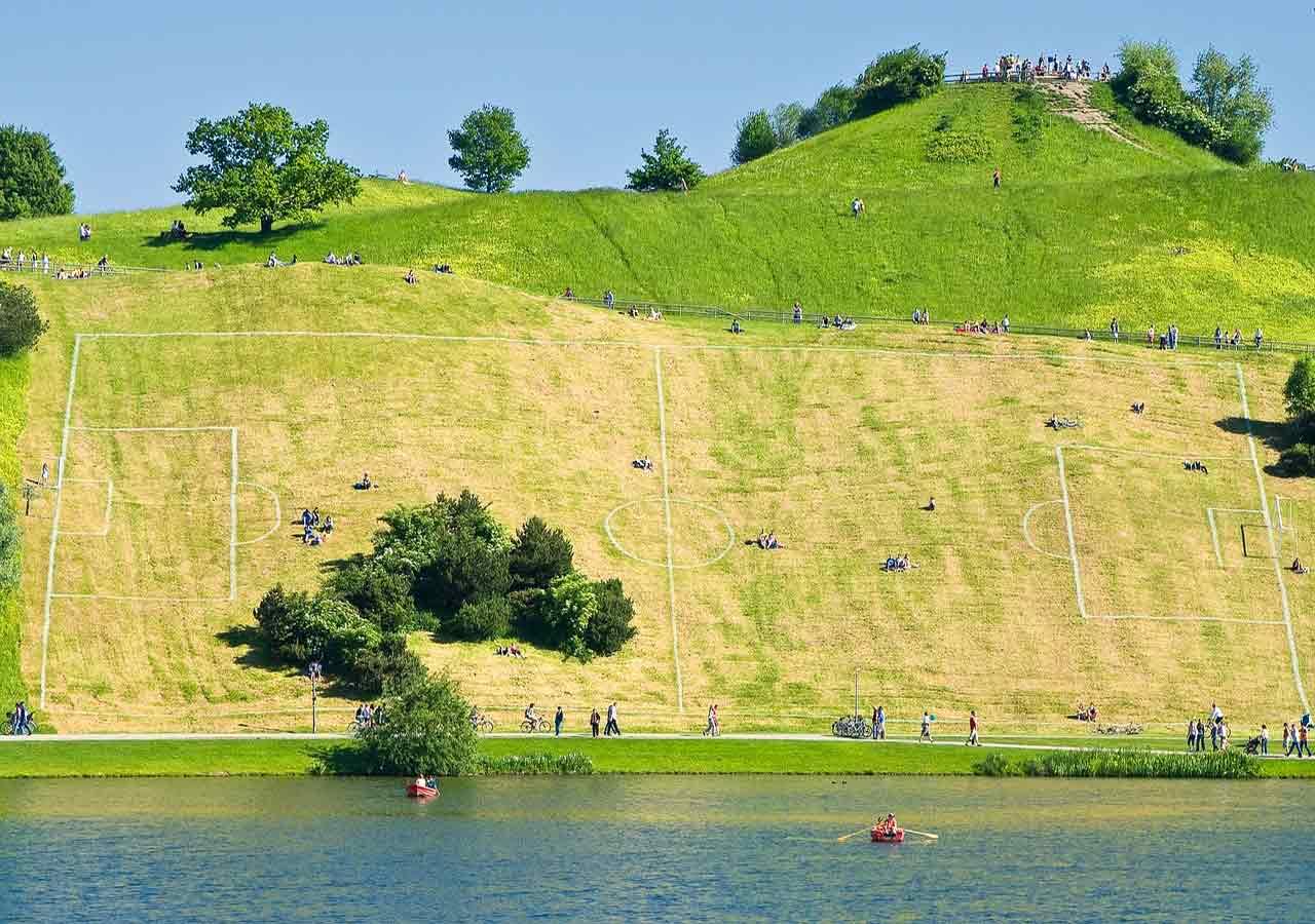 ミュンヘン観光 オリンピック公園 芝生