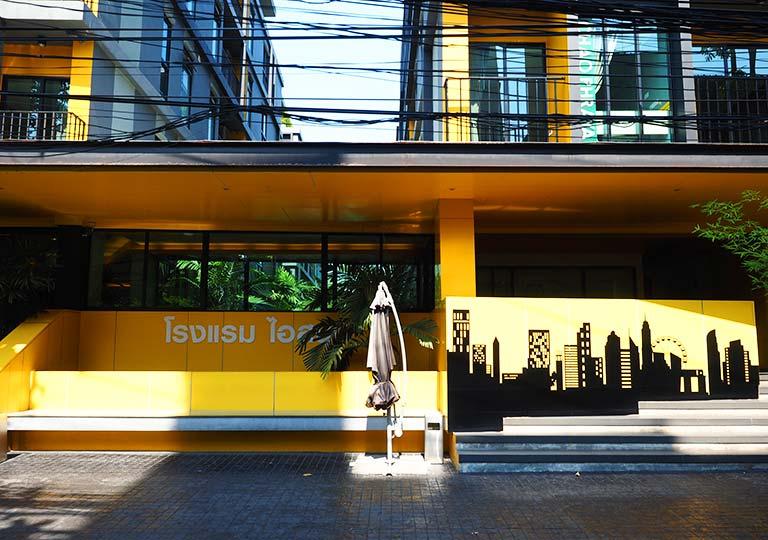 バンコク・シーロムの格安ホテル アイサノック バンコク(iSanook Bangkok)の入り口