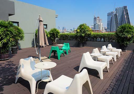 バンコク・シーロムの格安ホテル アイサノック バンコク(iSanook Bangkok)の屋上テラス