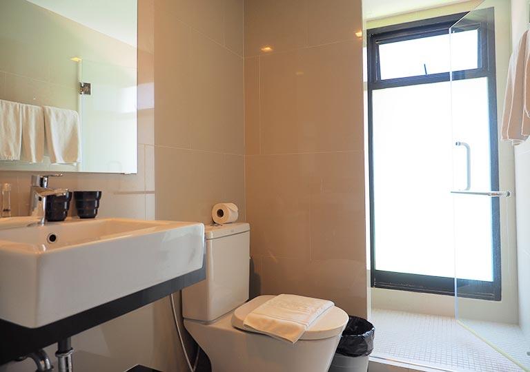 バンコク・シーロムの格安ホテル アイサノック バンコク(iSanook Bangkok)のトイレ・バスルーム