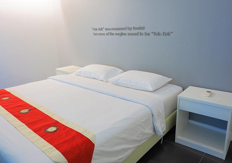 バンコク・シーロムの格安ホテル アイサノック バンコク(iSanook Bangkok)のベッド